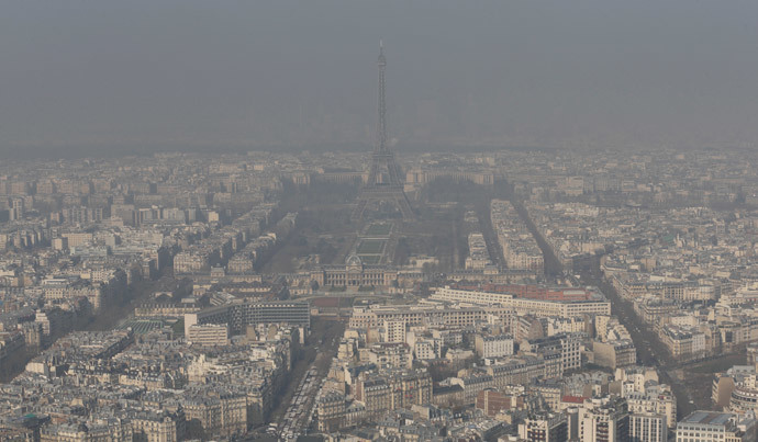 Eiffel tower and the Paris skyline through a small-particle haze.(Reuters / Philippe Wojazer)