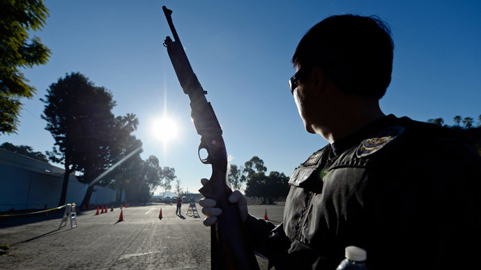 LA cops accused of cutting power to marijuana clinic, planting guns