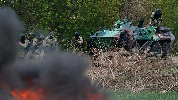 Ukrainian special forces take position in the eastern Ukrainian city of Slavyansk on April 24, 2014 (Reuters / Gleb Garanich)