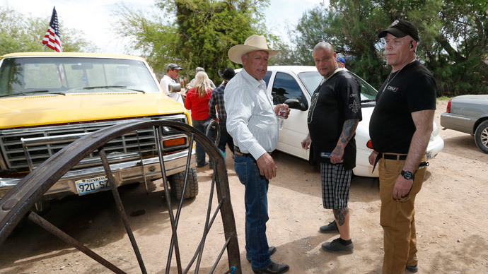 Rancher Cliven Bundy (L), and armed security guards leave his ranch house on April 11, 2014 west of Mesquite, Nevada (AFP Photo / George Frey)