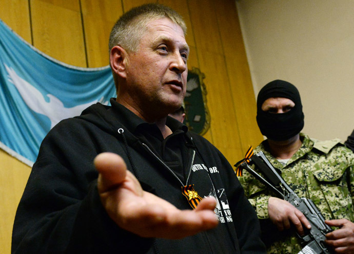 """People's mayor"" of the eastern Ukrainian city of Slavyansk, Vyacheslav Ponomaryov (L), speaks during a press conference in Slavyansk on April 26, 2014. (AFP Photo/Max Vetrov)"