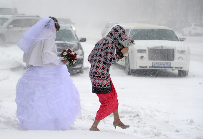 A bride walks towards her limo during a harsh blizzard in Chelyabinsk, Russia (RIA Novosti/Aleksandr Kondratuk)