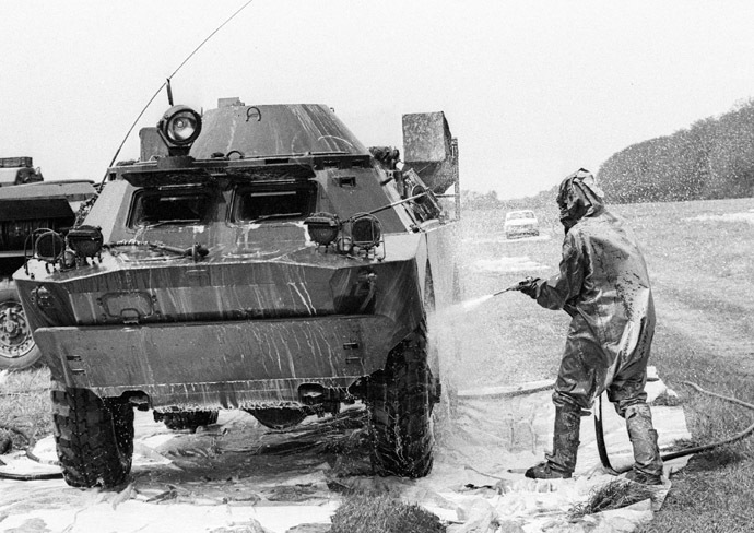 Military hardware working in the Chernobyl disaster area undergoes decontamination at the special point. (RIA Novosti)
