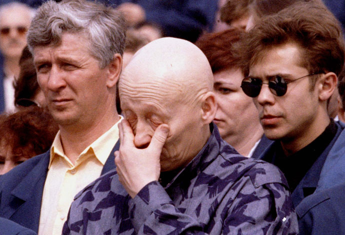 A worker of the Chernobyl nuclear power plant gives way to emotion during commemorations at the station marking the 10th anniversary of the explosion in the station's fourth reactor in Chernobyl April 26, 1996 (Reuters)