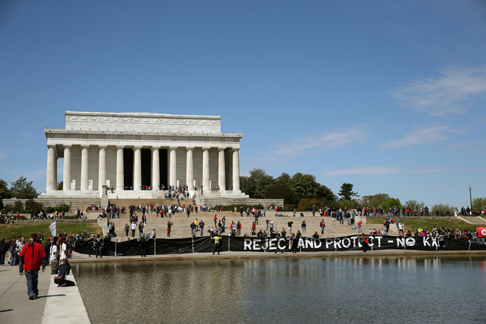 Keystone pipeline protesters hold a banner in front of the Lincoln Memorial and Reflecting Pool on the National Mall April 24, 2014 in Washington, DC (AFP Photo / Mark Wilson)