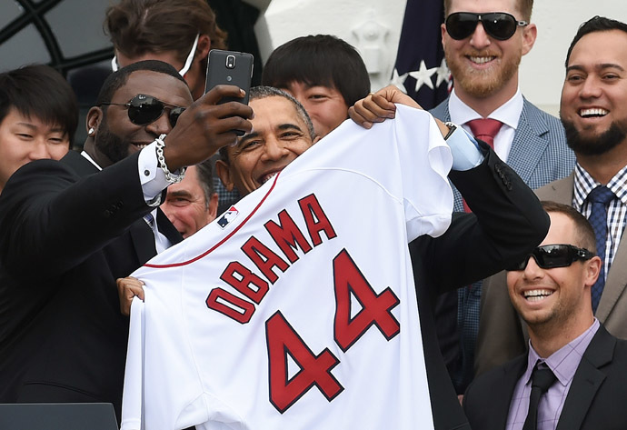 Red Sox Designated Hitter David Ortiz (L) takes a selfie with US President Barack Obama after presenting his a jersey during a ceremony on the South Lawn at the White House in Washington, DC, on April 1, 2014. (AFP Photo)