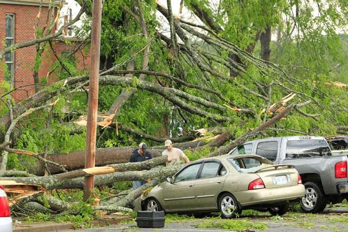 Volunteers start clearing trees off cars from a parking lot in the Joyner neighborhod after a tornado ripped through the area in Tupelo, Mississippi April 28, 2014. (Reuters / Thomas Wells)
