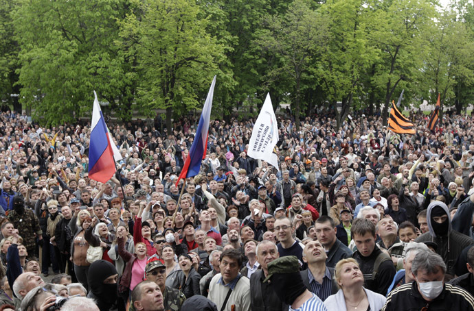 Federalization supporters gather outside the regional government headquarters in Luhansk, eastern Ukraine, April 29, 2014. (Reuters/Vasily Fedosenko)