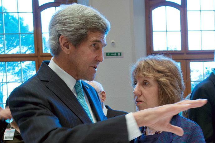 US Secretary of State John Kerry and EU foreign policy chief Catherine Ashton (AFP Photo)