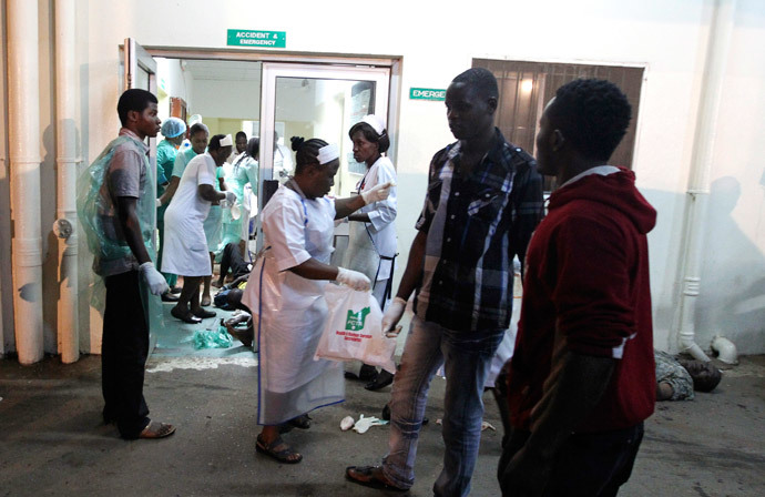 Nurses attend to those who were injured during an explosion, at Asokoro General Hospital in Abuja May 1, 2014. (Reuters / Afolabi Sotunde)