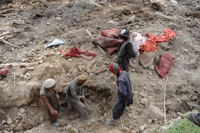 Afghan rescuers search for survivors trapped under the mud in Argo district of Badakhshan province on May 3, 2014 after a massive landslide May 2 buried a village. (AFP Photo/Farshad Usyan)