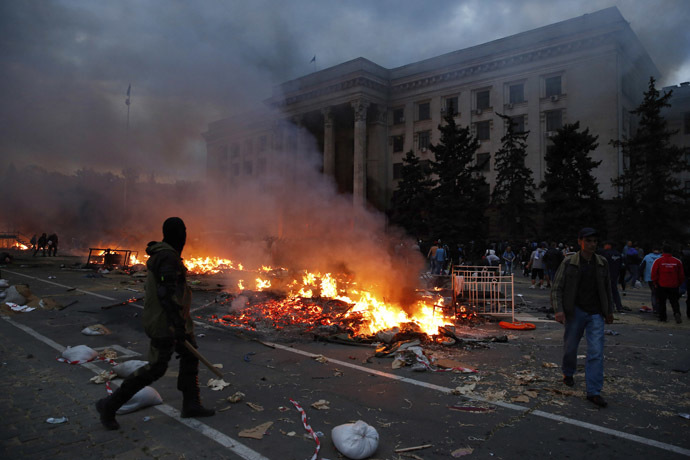A protester walks past a burning pro-Russian tent camp near the trade union building in Odessa May 2, 2014. (Reuters/Yevgeny Volokin)