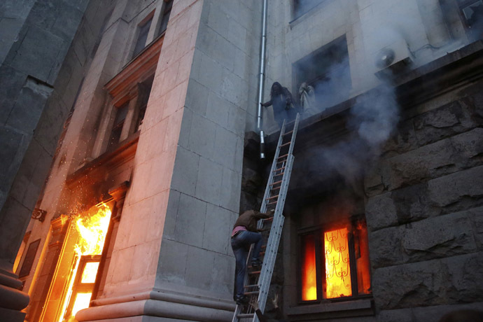 People wait to be rescued on the second storey's ledge during a fire at the trade union building in Odessa May 2, 2014. (Reuters/Yevgeny Volokin)