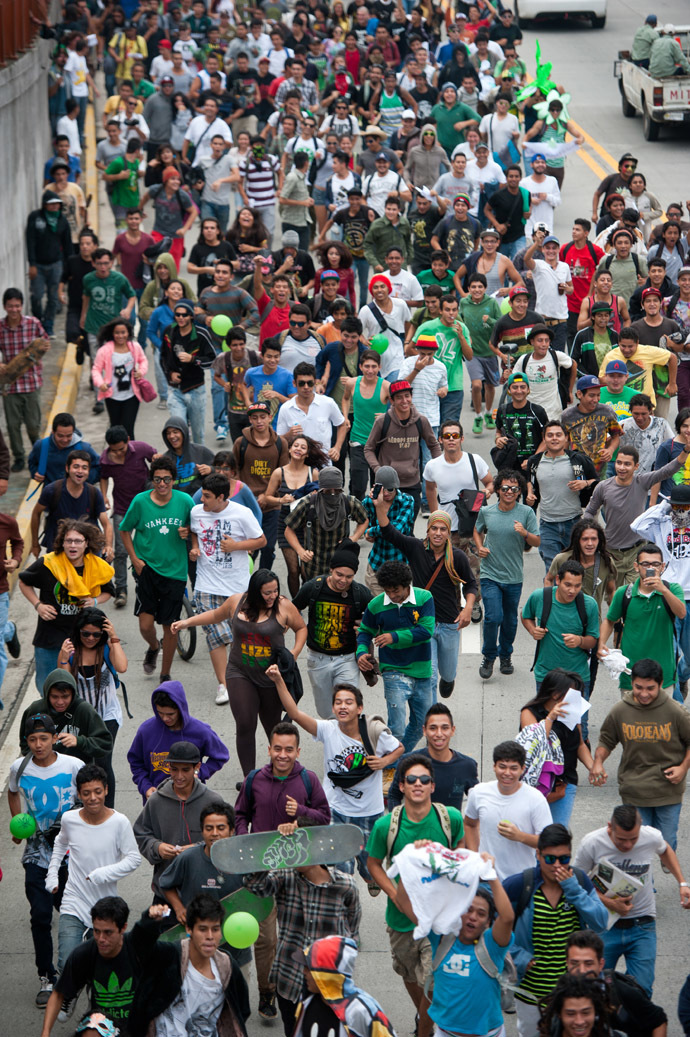 Hundreds of activists take part in a march demanding the legalization of marijuana in San Salvador, El Salvador on May 3, 2014. (AFP Pho to/Jose Cabezas)