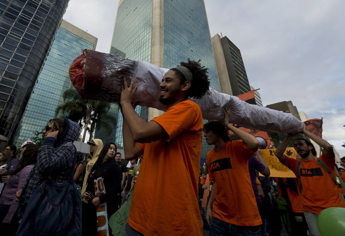 A group of activists carry a fake marijuana joint during a march demanding the legalization of marijuana on April 26, 2014, in Sao Paulo, Brazil. (AFP Photo)
