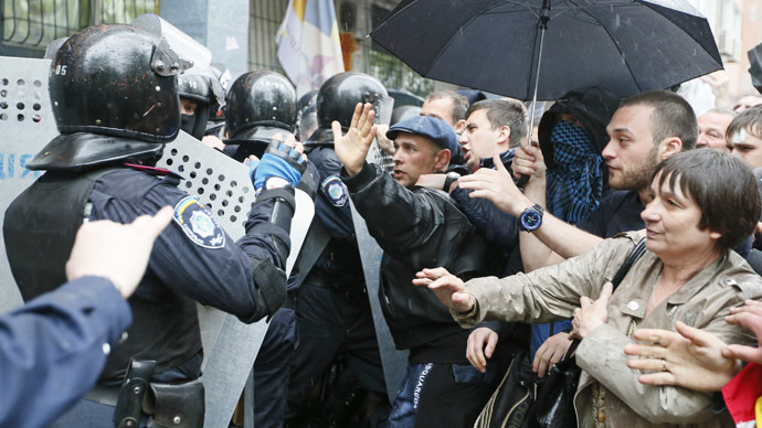 People gather in front of Ukrainian Interior Ministry security forces members who formed a cordon outside a city police department in the Black Sea port of Odessa May 4, 2014. (Reuters/Gleb Garanich)
