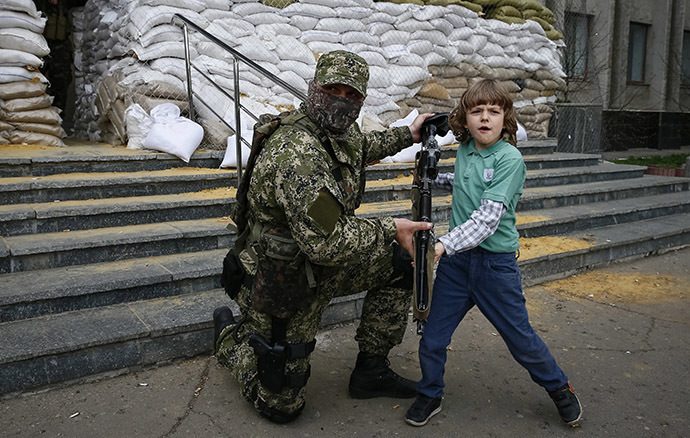 Kramatorsk, in eastern Ukraine, April 20, 2014. (Reuters / Gleb Garanich)