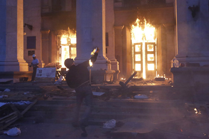 A protester throws a petrol bomb at the trade union building in Odessa May 2, 2014. (Reuters/Yevgeny Volokin)