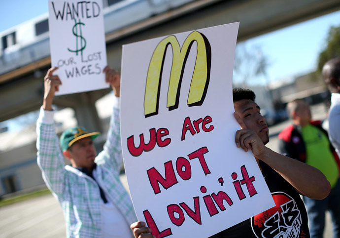 Fast food workers and activists protest outside of a McDonald's restaurant on March 18, 2014 in Oakland, California. (Justin Sullivan / Getty Images / AFP)