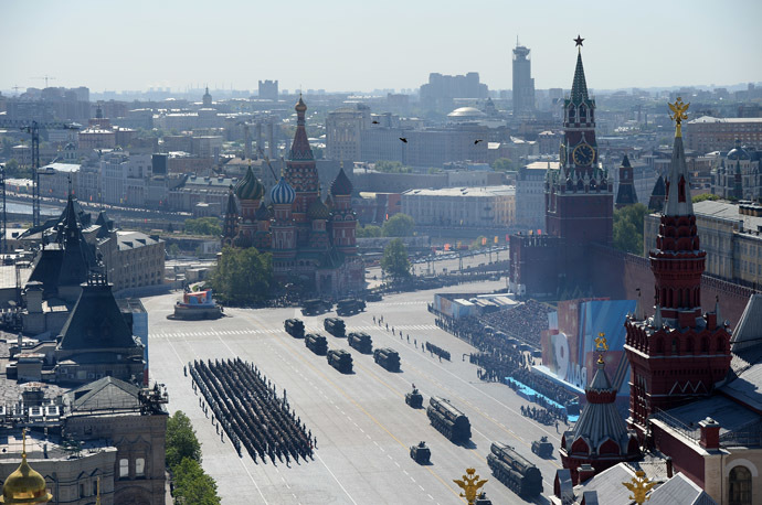 Triumf S-400 anti-aircraft missile systems and Topol-M intercontinental ballistic missiles during a parade marking the 69th anniversary of the victory in the Great Patriotic War, on Moscow's Red Square. (RIA Novosti)