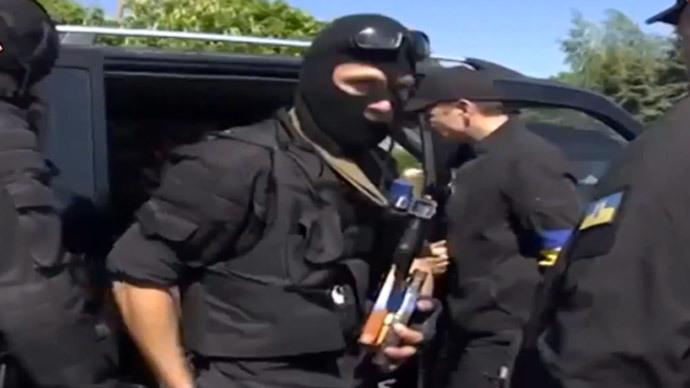 Members of Ukrainian paramilitary forces wearing black uniforms (screenshot from youtube.com/user/svobodaukr)