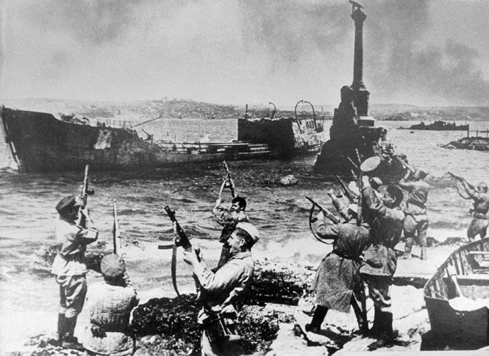 May 1944. Soviet soldiers saluting on the embankment in honor of Sevastopol's liberation. (RIA Novosti)