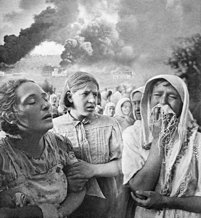Women crying. June 23, 1941, Kiev, Ukraine. Photo by K. Lishko. (RIA Novosti)