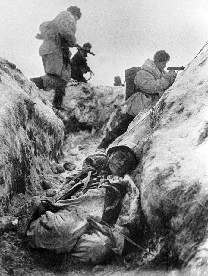 Soviet troops in a battle for Leningrad, 01.11.1941. Photo by Vsevolod Tarasevich. (RIA Novosti)