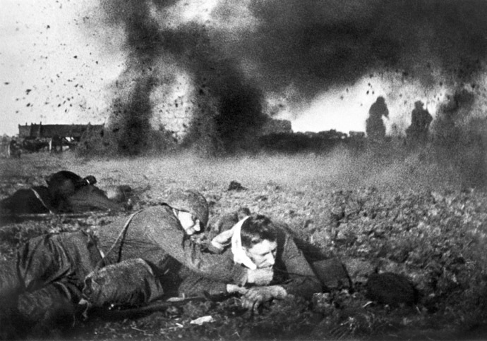 A battle on Moscow outskirts in October, 1941. Photo by Anatoly Garanin. (RIA Novosti)