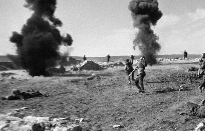 "Iconic WWII photo, ""The death of a soldier"", taken during the Kerch offensive. Crimea. 30.05.1942. Photo by Anatoly Garanin. (RIA Novosti)"