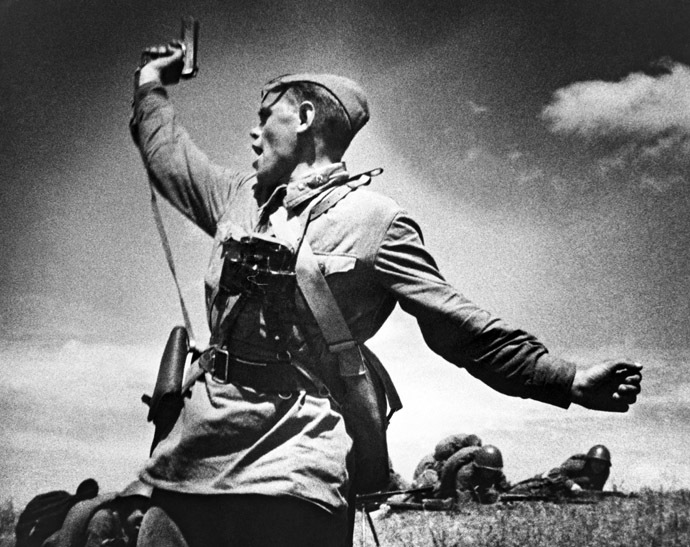 "One of the most famous WWII photos ""Battalion Commander"" depicts a person who was killed seconds after the photo was taken. 12.07.1942, by Max Alpert. (RIA Novosti)"