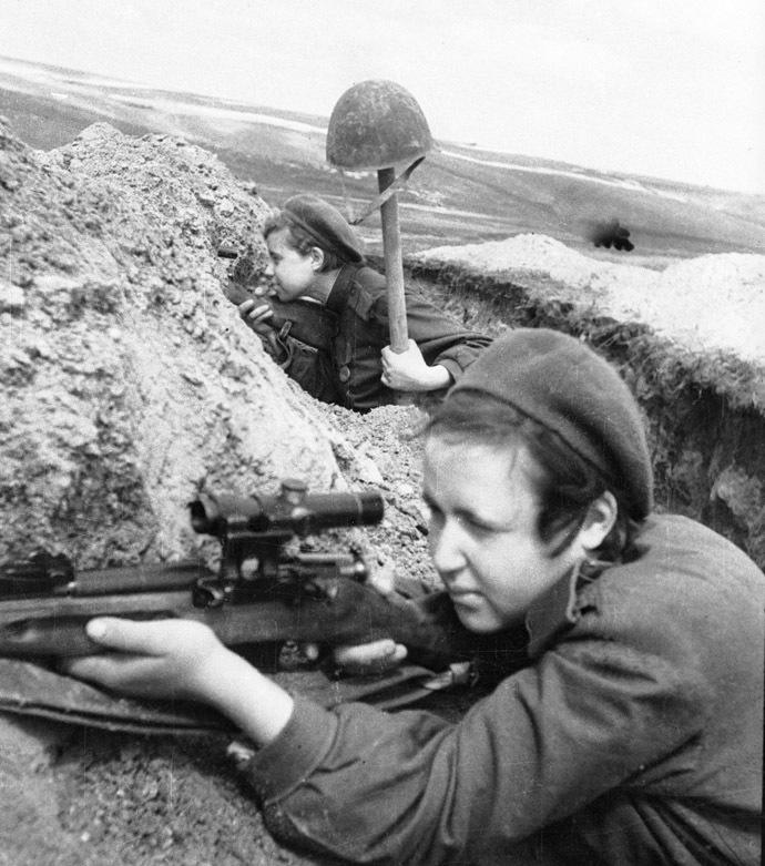 Red Army female snipers. 01.08.1943. Photo by P. Bernstien. (RIA Novosti)