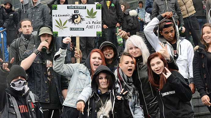 Hundreds march across France to legalize cannabis (PHOTOS)