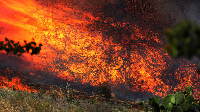 San Diego County fire prompts thousands of home evacuations