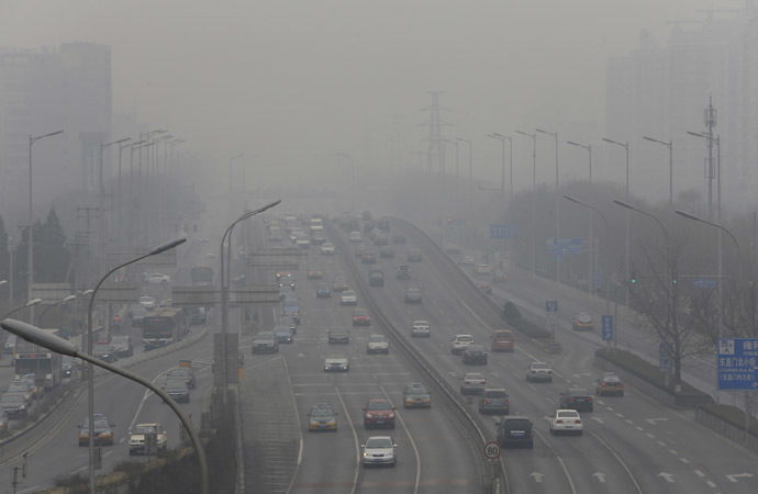 Cars drive on the second ring road amid the heavy haze in Beijing February 21, 2014. (Reuters/Jason Lee)