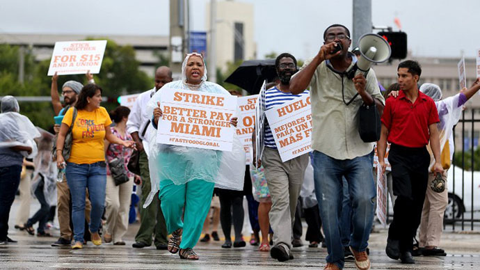 People join in a fast food workers protest on May 15, 2014 in Miami, Florida. (AFP Photo / Getty Images / Joe Raedle)