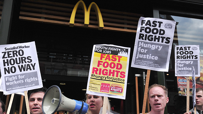 Fast food workers protest for higher wages outside a branch of McDonalds in central London on May 15, 2014. (AFP Photo / Carl Court)