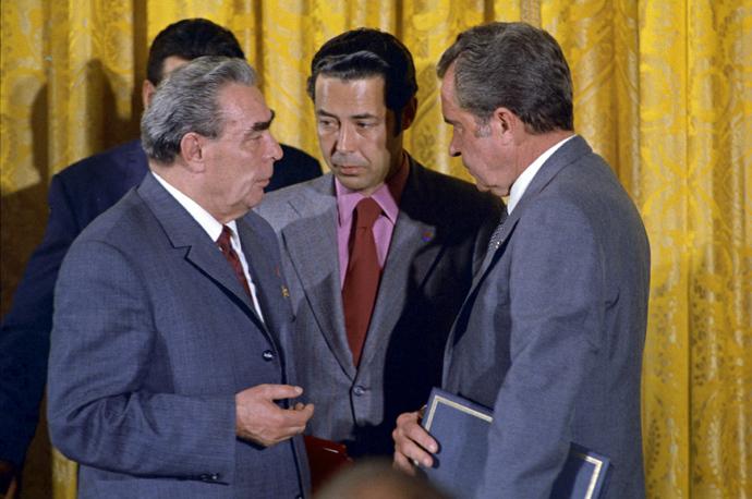 Leonid Ilyich Brezhnev (L), General secretary of the CPSU CC, Viktor Sukhodrev (C) and USA President Richard Nixon (RIA Novosti)