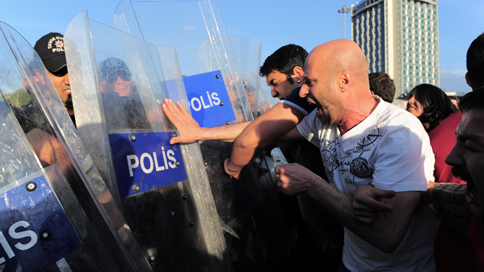 Protests in Istanbul over Soma mine blast as death toll passes 300