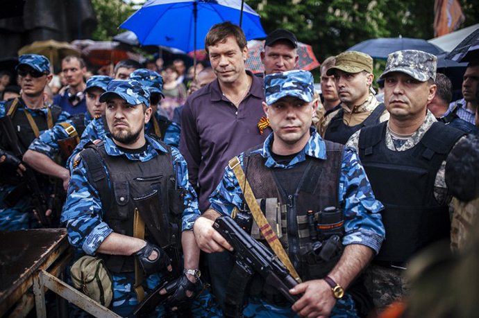 Oleg Tsarev (C), a withdrew candidate in the 2014 Ukrainian presidential election (AFP Photo / Dimitar Dilkoff)