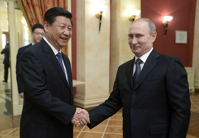 Russia's President Vladimir Putin (R) shakes hands with his Chinese counterpart Xi Jinping . (AFP Photo / Alexei Nikolsky)