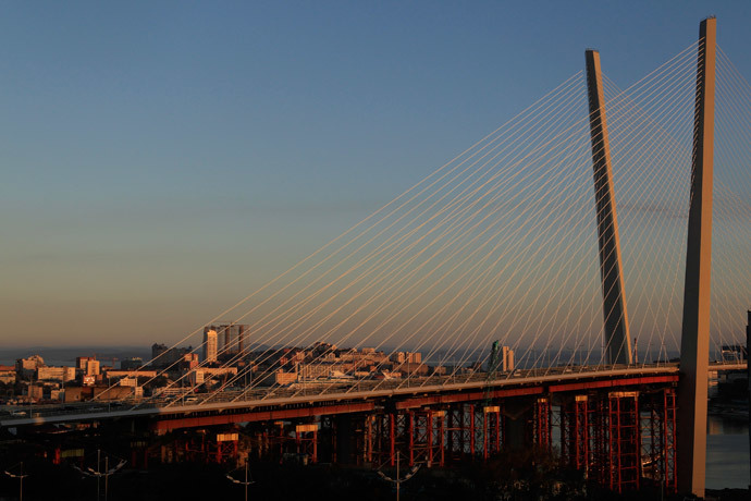 A general view of a new bridge over the Golden Horn bay in the Russian far-eastern city of Vladivostok September 10, 2012.(Reuters / Sergei Karpukhin)