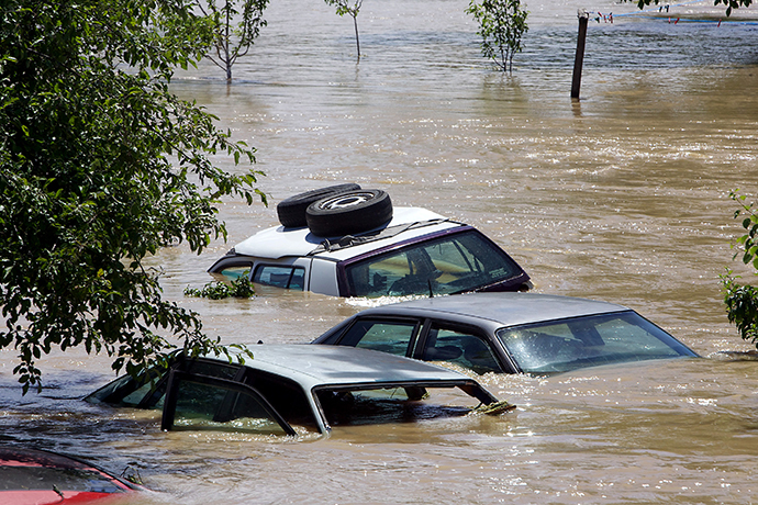 Destroyed vehicles in the flooded village of Gunja, in eastern Croatia, 18 May, 2014. (AFP Photo)