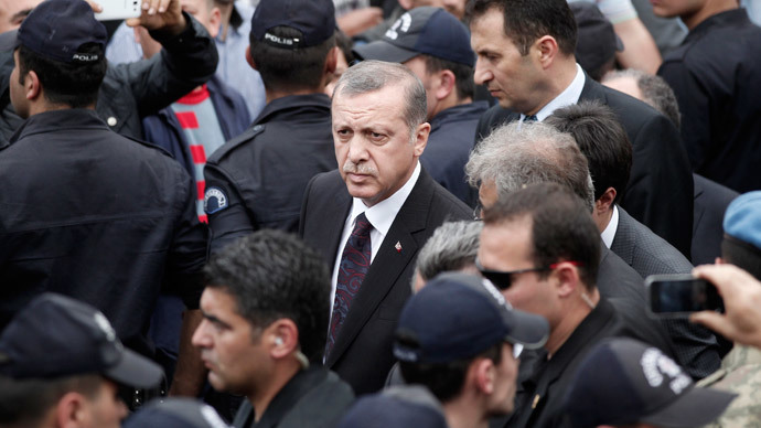 Turkey's Prime Minister Tayyip Erdogan (C) walks during his visit to Soma, a district in Turkey's western province of Manisa, after a coal mine explosion May 14, 2014.(Reuters / Osman Orsal)