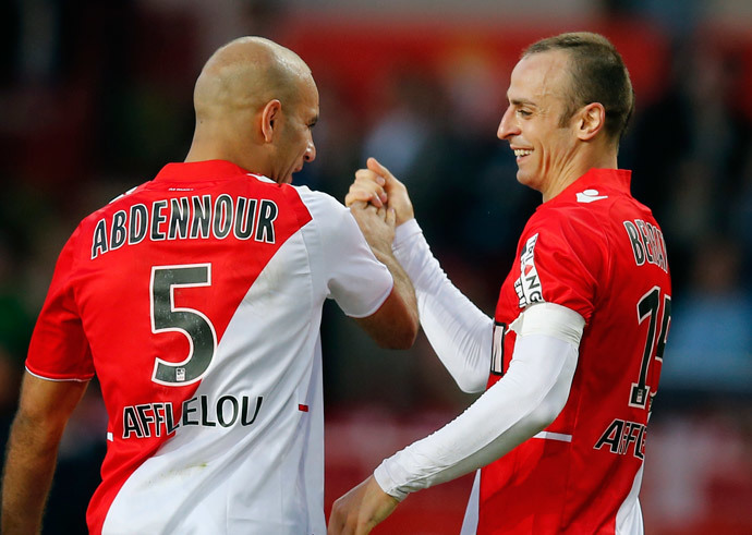 AS Monaco's Dimitar Berbatov (R) celebrates with teammate Aymen Abdennour (L) after scoring against Guingamp during their French Ligue 1 soccer match at Louis II stadium May 7, 2014.(Reuters / Eric Gaillard)
