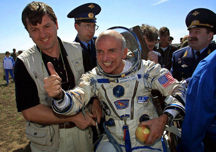 US space tourist Dennis Tito celebrates after his landing near the Kazakh town of Arkalyk (some 300 km from Astana), 06 May 2001. (AFP Photo / Alexander Nemenov)