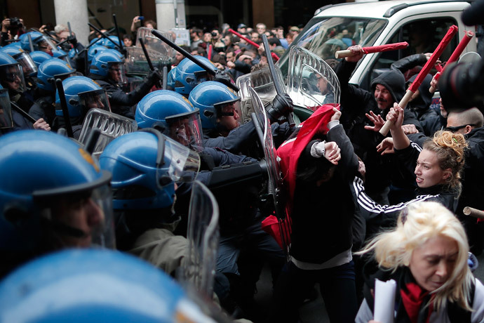 Anti-riot policemen clash with demonstrators in Turin during one of several rallies against unemployment and austerity in Italy for May Day, on May 1, 2014. (AFP Photo / Marco Bertorello)