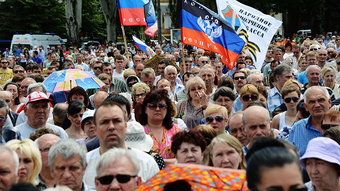 Donetsk crowds protest Ukrainian elections, besiege richest oligarch's mansion