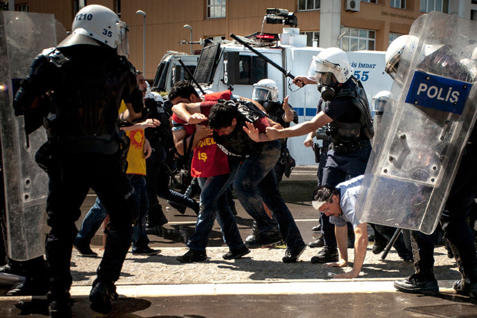 Riot police beat protesters during a demonstration to blame the ruling AK Party (AKP) government on mining disaster in western Turkey, in Izmir May 15, 2014. (Reuters / Can Mehmethanoglu / KODA Collective)