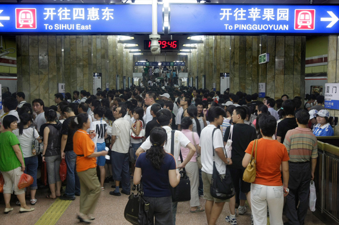 ARCHIVE PHOTO: Passengers crowd into a station of the Subway Line Number 1 during rush hour in Beijing July 21,2008 (Reuters / Jason Lee)